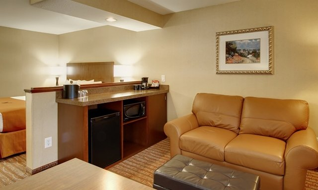 King Suite With Loveseat Sleeper