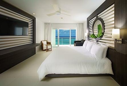 Sky Club Suite Ocean View King with Single Sleeper Sofa