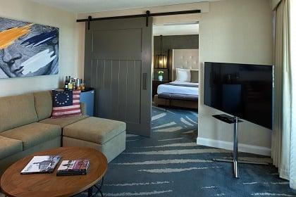 One Bedroom Skyline View Suite King Bed