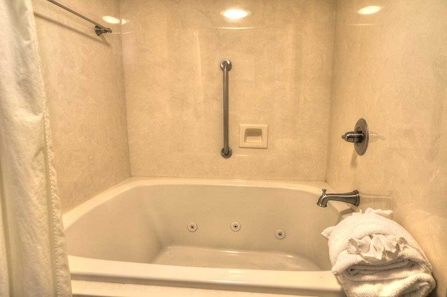 Pet Friendly King Bed Jacuzzi