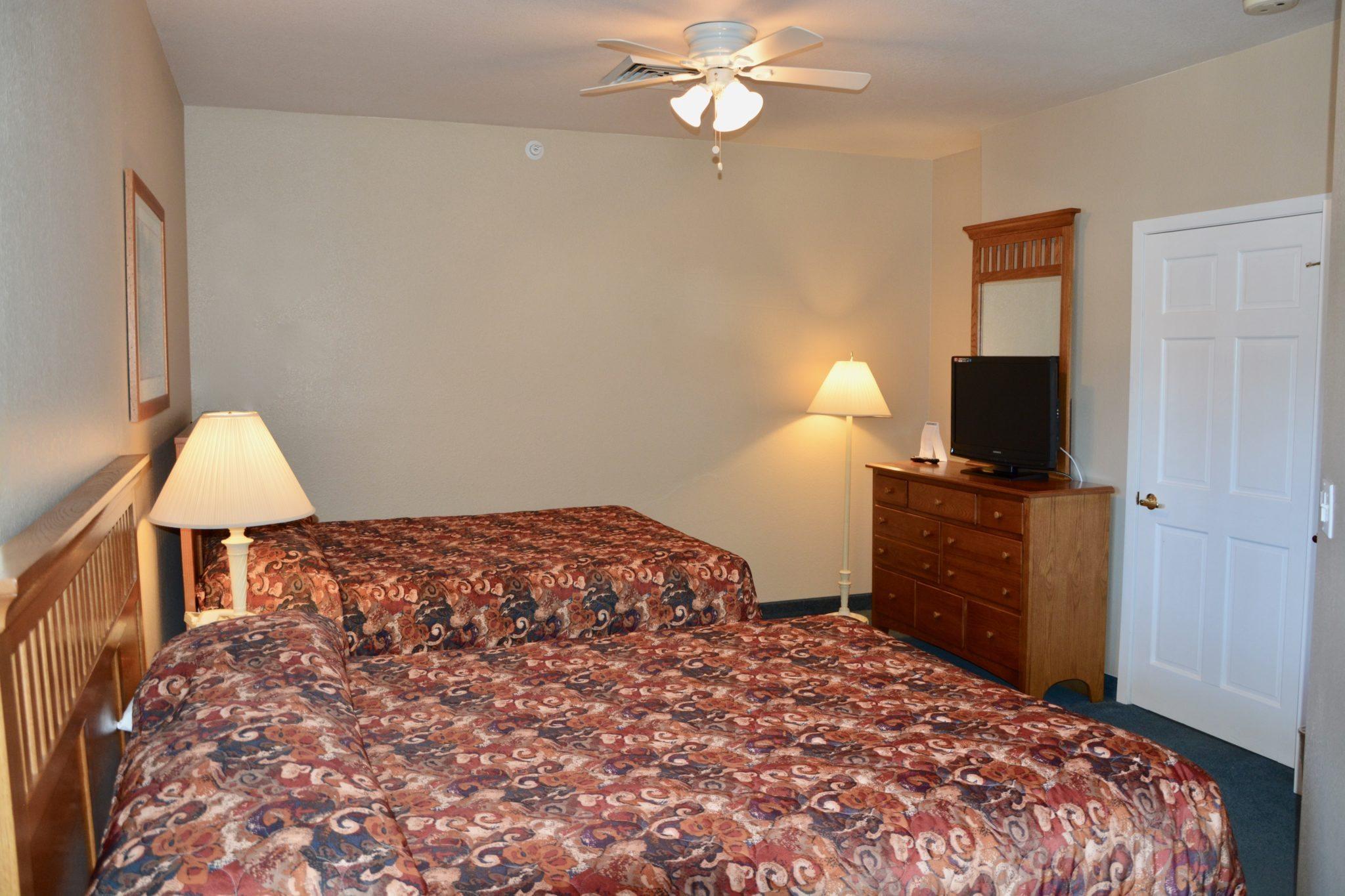 Two Bedroom - Queen/Two Twin Standard