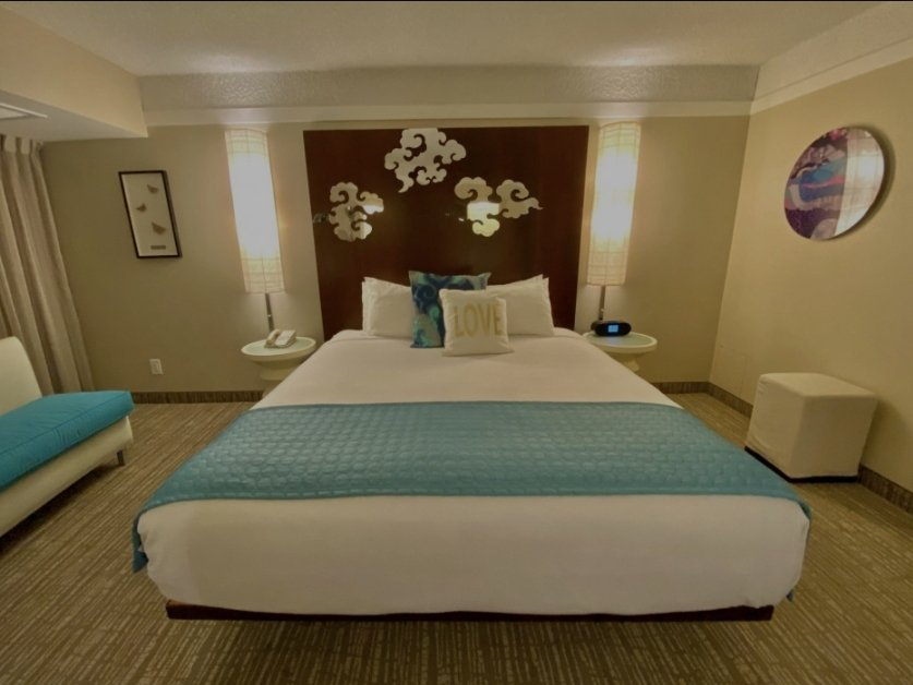 DELUXE KING BED POOL VIEW