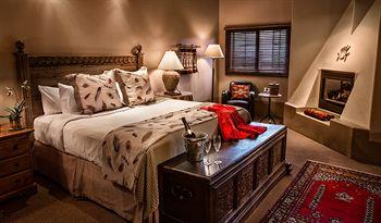 Hacienda Fireplace King Guestroom