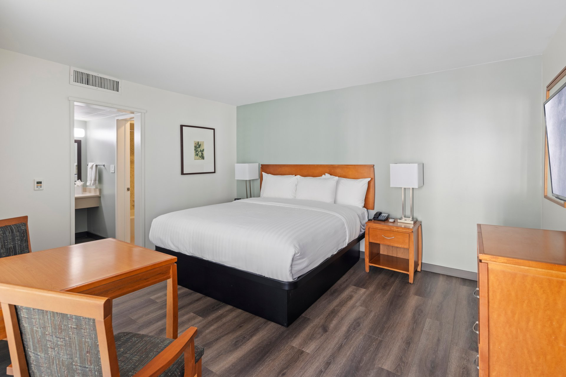 Accessible Queen Bed Non-Smoking w/Roll-In Shower