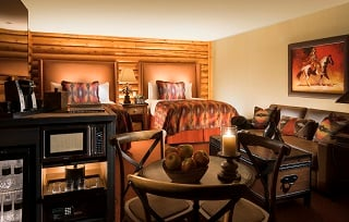 Superior Creekside Double Queen Guestroom with Fireplace