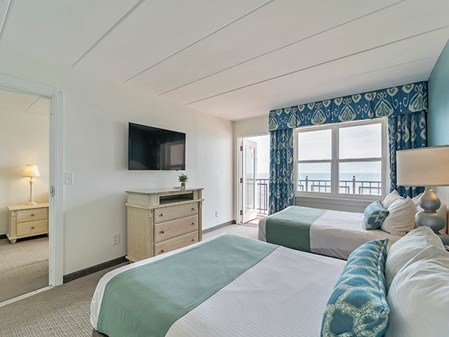 Hotel - Two Room Suite - Two Queen with Sofa Bed Oceanfront