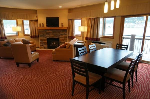 Lakeside Suite