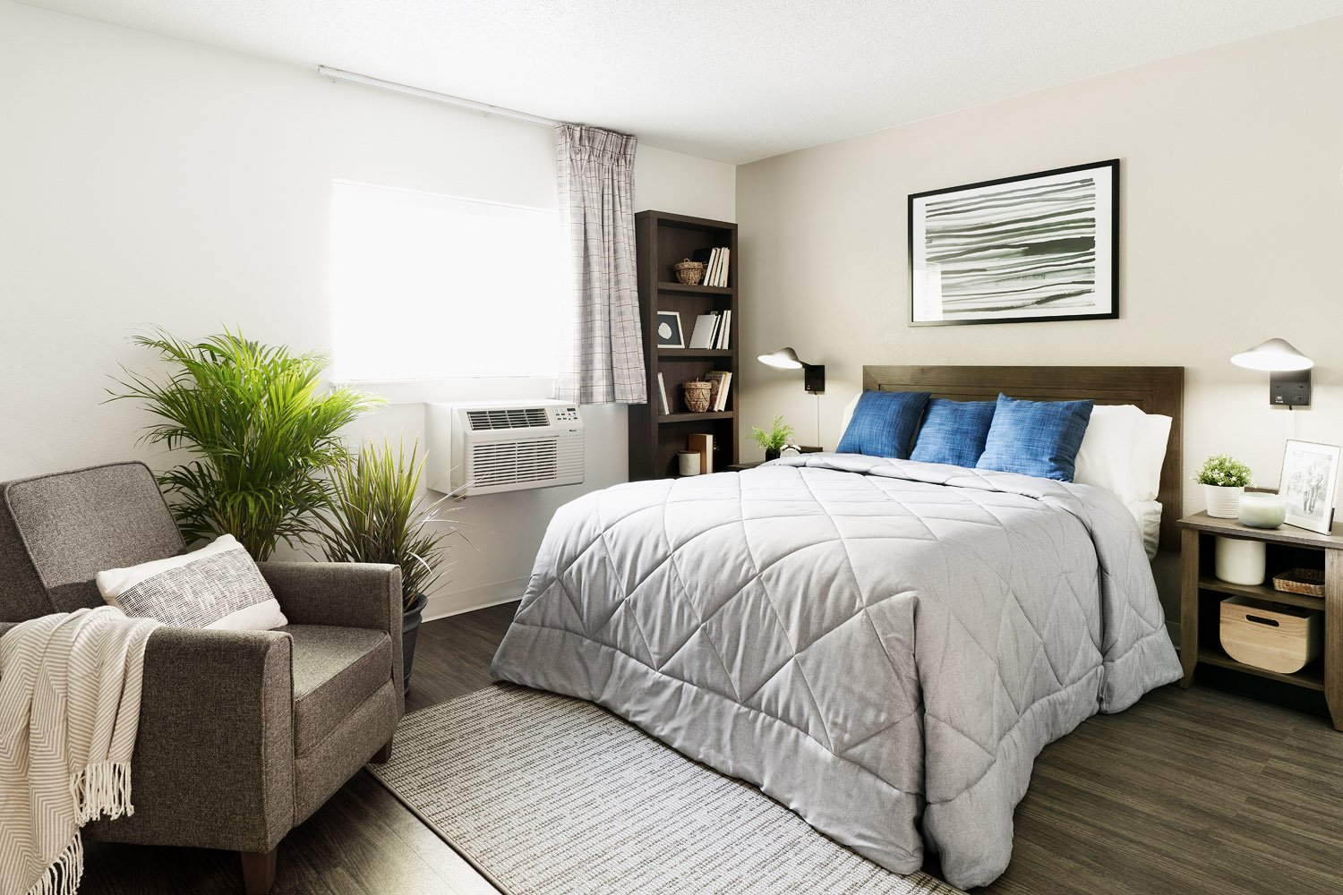 InTown Suites Extended Stay Chicago IL - Elk Grove