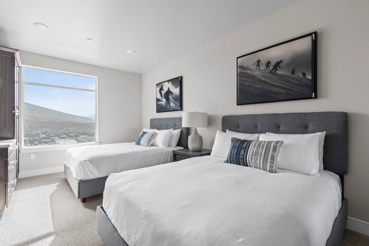 Standard Room, 2 Queen Beds with Mountain Views