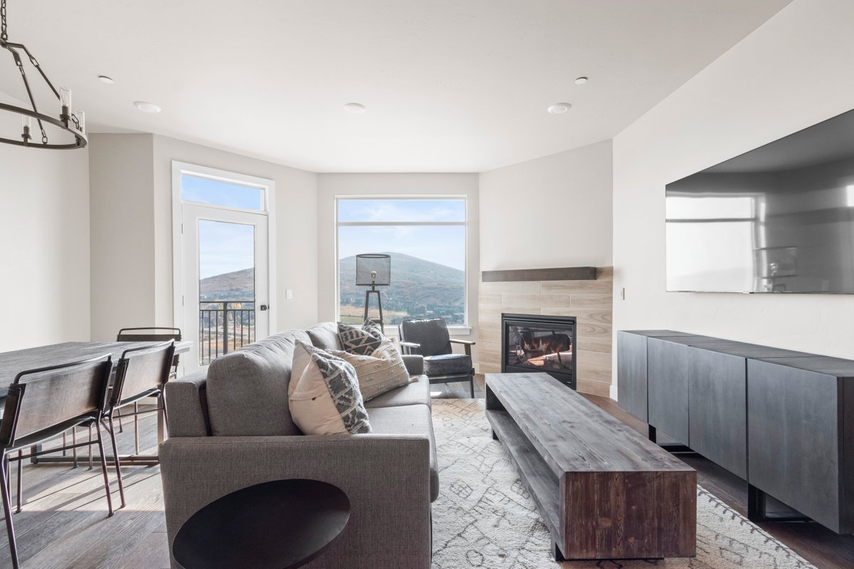 2 Bedroom Lock Off Suite with Mountain Views