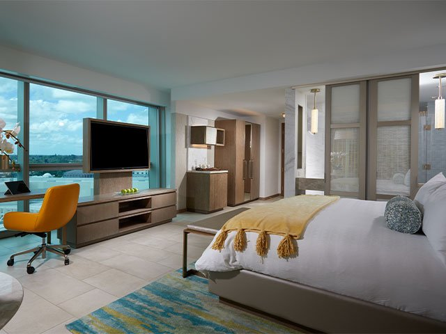 THE GUITAR HOTEL: Luxury King