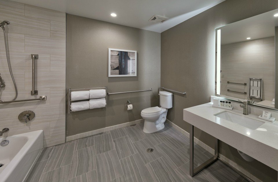 Superior Ocean View King with ADA Tub