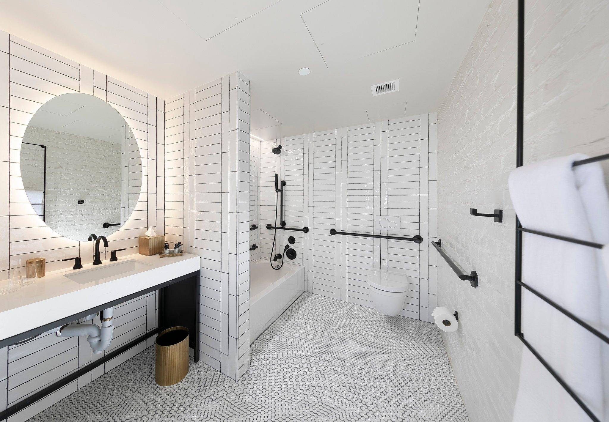 2 Queen Studio ADA with Bathtub