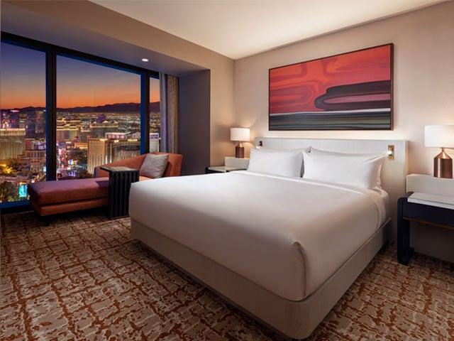 Hilton: Strip View One Bedroom Entertainment Suite