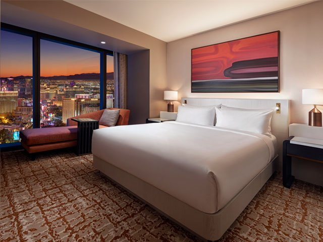 Hilton: Strip View One Bedroom Suite - One King Bed